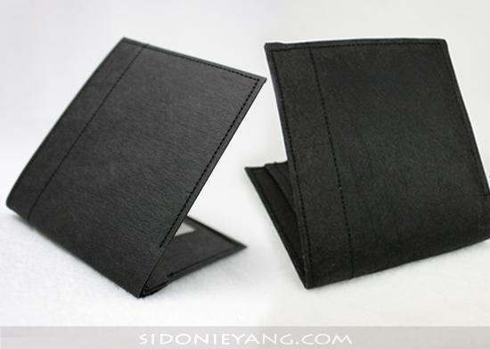 全新紙短夾與清洗後的對照圖 Washable Kraft Paper wallet after a wash in a washing machine vs. brand new